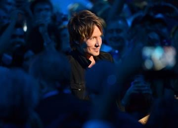 NASHVILLE, TN - JUNE 04:  Keith Urban performs onstage at the 2014 CMT Music Awards at Bridgestone Arena on June 4, 2014 in Nashville, Tennessee.  (Photo by Michael Loccisano/Getty Images for CMT) By Michael Loccisano