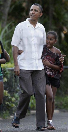 President Barack Obama walks with his daughter Sasha Obama through Honolulu Zoo in Honolulu, Monday, Jan. 3, 2011. (AP Photo/Carolyn Kaster) By Carolyn Kaster