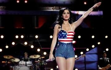 """Katy Perry performs onstage at the """"Vh1 Divas Salute the Troops"""" on Friday, Dec. 3, 2010 in San Diego, Calif. (AP Photo/Matt Sayles) By Matt Sayles"""