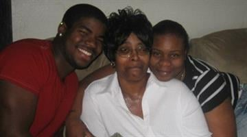 A picture of Tomarken Smith (left) and his family. By Belo Content KMOV
