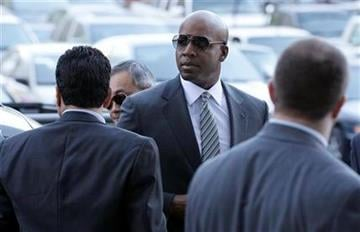 Former baseball player Barry Bonds walks into a federal courthouse in San Francisco, Friday, Jan. 21, 2011. (AP Photo/Jeff Chiu) By Jeff Chiu