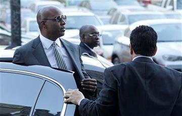 Former baseball player Barry Bonds, left, arrives at a federal courthouse in San Francisco, on Friday, Jan. 21, 2011. (AP Photo/Jeff Chiu) By Jeff Chiu