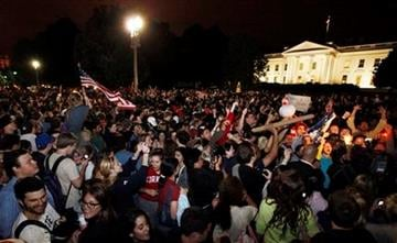Crowds gathers outside the White House in Washington early Monday, May 2, 2011, to celebrate after President Barack Obama announced the death of Osama bin Laden.  (AP Photo/Manuel Balce Ceneta) By Manuel Balce Ceneta
