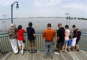People take a look at Mississippi River floodwaters on Sunday, May 8, 2011, in Memphis, Tenn. The river is expected to crest Tuesday. (AP Photo/Mark Humphrey) By Mark Humphrey