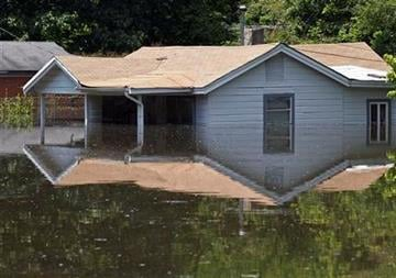 High water covers homes in the Box Town neighborhood Sunday, May 8, 2011 in Memphis, Tenn. as flood waters continue to rise along the Mississippi River. (AP Photo/Wade Payne) By Wade Payne