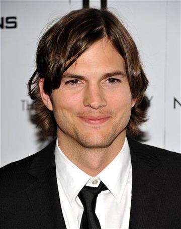 """En esta foto del 20 de enero del 2011, Ashton Kutcher asiste a una proyecci?n especial de """"No Strings Attached"""" en Nueva York. (Foto AP/Evan Agostini, Archivo) By Evan Agostini"""