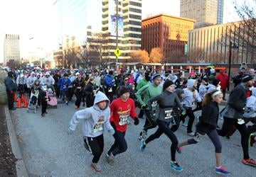 Nearly 1000 runners take off in fridged temperatures for the first 3K turkey run in downtown St. Louis on November 28, 2013. UPI/Bill Greenblatt By BILL GREENBLATT
