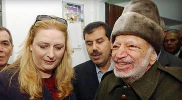 Arafat didn't die of radioactive poisoning, French scientists say.  The results contradict earlier findings by a Swiss lab, and mean it's still unclear how the Palestinian leader died nine years ago. By Carlos Otero