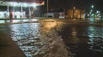 An early-morning water main break left dozens of homes without water and closed Chippewa Rd. in south St. Louis on Thursday. By Brendan Marks