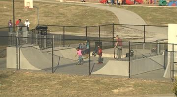Police are searching for the suspects who robbed a group of teenagers at gunpoint in an Alton, Illinois park Wednesday night. By Stephanie Baumer