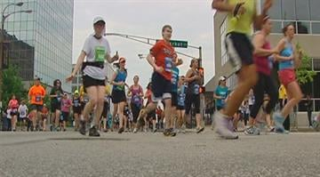 Despite the pending storms and overcast morning, an estimated 25,000 runners participated in the Go! St. Louis Marathon on Sunday. By Belo Content KMOV