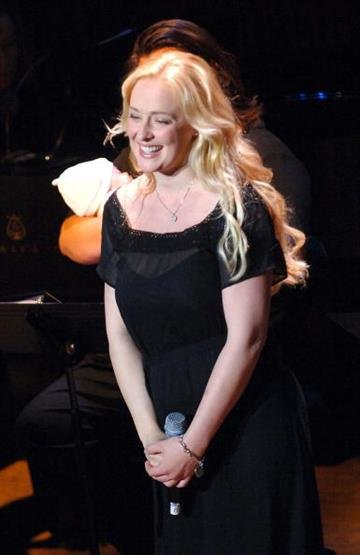 NEW YORK - JUNE 21:  Singer Mindy McCready performs at the V-Day Presentation of Any One Of Us: Words From Prison at Alice Tully Hall - Lincoln Center June 21, 2006 in New York City.  (Photo by Brad Barket/Getty Images) By Brad Barket