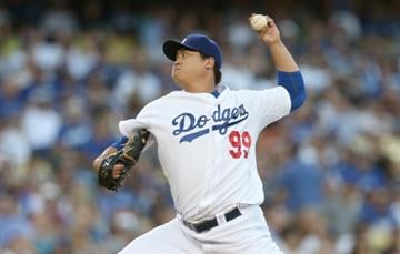 LOS ANGELES, CA - SEPTEMBER 06:  Hyun-Jin Ryu #99 of the Los Angeles Dodgers throws a pitch against the Arizona Diamondbacks at Dodger Stadium on September 6, 2014 in Los Angeles, California.  (Photo by Stephen Dunn/Getty Images) By Stephen Dunn