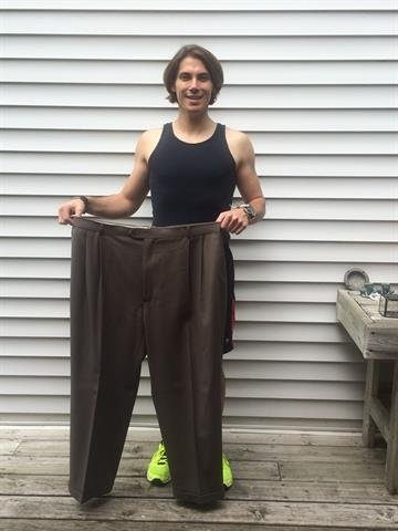 [4/6] In February 2013, Mazzetti joined a local gym and started focusing on maintaining his weight rather than losing it. Here, he shows off his size 48 pants from 2012. By Dino Mazzetti
