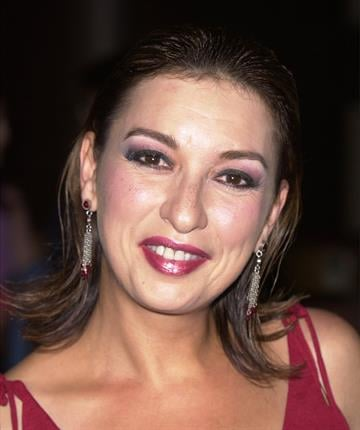 """393186 14: Actress Elizabeth Pena attends the premiere of the film """"Tortilla Soup"""" August 14, 2001 in Los Angeles, CA. (Photo by Vince Bucci/Getty Images) By Vince Bucci"""