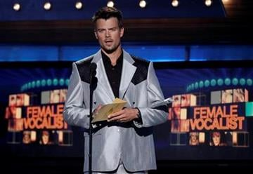 Josh Duhamel presents the award for best female vocalist at the 45th Annual Academy of Country Music Awards in Las Vegas on Sunday, April 18, 2010.  (AP Photo/Matt Sayles) By Matt Sayles