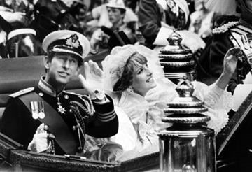 Charles, Prince of Wales, and bride, Lady Diana, wave the crowd in coach as they pass through Fleet Street after their wedding at St Paul's Cathedral, on July 29, 1981.  AFP PHOTO (Photo credit should read ARCHIVE/AFP/Getty Images) By AFP
