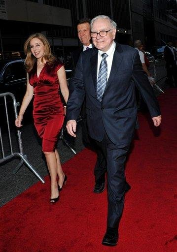 Billionaire investor Warren Buffett attends the premiere of 'Wall Street: Money Never Sleeps' at the Ziegfeld Theatre on Monday, Sept. 20, 2010 in New York. (AP Photo/Evan Agostini) By Evan Agostini