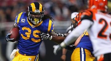 ST. LOUIS, MO - DECEMBER 18: Steven Jackson #39 of the St. Louis Rams rushes against the Cincinnati Bengals at the Edward Jones Dome on December 18, 2011 in St. Louis, Missouri. (Photo by Dilip Vishwanat/Getty Images)