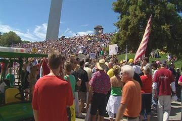 A crowd of thousands gathered under the Arch for Sunday's tea party rally. By KMOV Web Producer