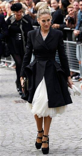 U.S. actress Sarah Jessica Parker, arrives at St Paul's Cathedral in London, Monday, Sept. 20, 2010, for a private memorial service for British fashion designer Alexander McQueen who died early this year. (AP Photo/Sang Tan) By Sang Tan