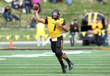 Missouri Tigers quarterback James Franklin passes the football in the fourth quarter against the Kentucky Wildcats at Faurot Field in Columbia, Missouri on October 27, 2012. Missouri won the game 33-10.   UPI/Bill Greenblatt By BILL GREENBLATT