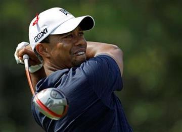 Tiger Woods realiza su golpe de salida en el hoyo nueve, durante la primera ronda del Campeonato Players, el jueves 12 de mayo del 2011, en Ponte Vedra Beach, Florida. (Foto AP/Chris O'Meara) By Chris O'Meara
