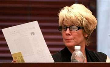 Cindy Anthony testifies during the murder trial of her daughter, Casey Anthony, at the Orange County Courthouse, in Orlando, Fla., Saturday, May 28, 2011. (AP Photo/Joe Burbank, Pool) By Joe Burbank