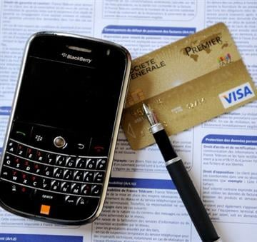 A picture taken on January 11, 2013 in Lille, northern France, shows a BlackBerry cell phone next to a Visa Premier credit card. AFP PHOTO / DENIS CHARLET        (Photo credit should read DENIS CHARLET/AFP/Getty Images) By DENIS CHARLET