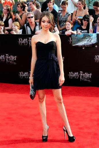 """Actress Sarah Hyland attends the premiere of """"Harry Potter and the Deathly Hallows: Part 2"""" at Avery Fisher Hall on Monday, July 11, 2011 in New York. (AP Photo/Evan Agostini) By Evan Agostini"""