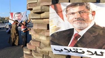 Fresh Discontent in Egypt as Islamists remain incensed that Morsi is still in captivity. Now reformists are angry that Mubarak has been released. By FAYEZ NURELDINE