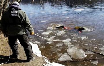 A diver maneuvers around sheets of ice as he searches the Kennebec River in Waterville,  Maine, on Wednesday, Jan. 11, 2012,  for 20-month-old Ayla Reynolds  who was reported missing since December. (AP Photo/Pat Wellenbach) By Pat Wellenbach