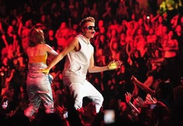 NEW YORK, NY - NOVEMBER 28:  Justin Bieber performs at the Madison Square Garden on November 28, 2012 in New York, New York.  (Photo by Theo Wargo/Getty Images) By Theo Wargo