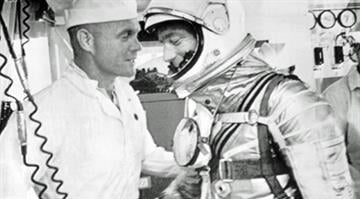 Second US astronaut to orbit earth dies at 88.  Beyond exploring the heights of space, Scott Carpenter (R) also adventured to the deepest depths of the ocean. By NASA