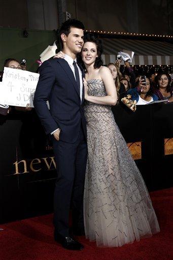 Actors Taylor Lautner and Kristen Stewart arrive at The Twilight Saga: New Moon premiere in Westwood, Calif. Monday, Nov. 16, 2009.  (AP Photo/Matt Sayles) By Matt Sayles