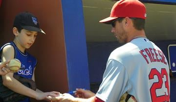 Cardinals starting 3B signs an autograph for a Mets fan during Tuesday's game between the Cardinals and the Mets. By Lakisha Jackson