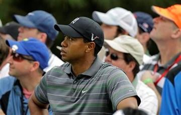 Tiger Woods watches K.J. Choi of South Korea's drive off the sixth tee during the first round of the Masters golf tournament in Augusta, Ga., Thursday, April 8, 2010. (AP Photo/Charlie Riedel) By Charlie Riedel
