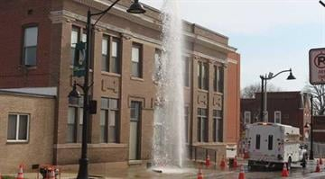 A water line break about 10 a.m. Tuesday created a geyser in the 600 block of East Main Street in Belleville. DERIK HOLTMANN/BND — dholtmann@bnd.com