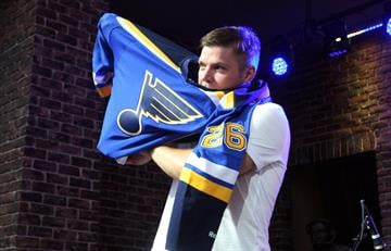 St. Louis Blues Paul Stastny tries on his sweater for the first time during a rally in St. Louis on August 25, 2014.  Stastny comes to St. Louis from Colorado.  UPI/Bill Greenblatt By BILL GREENBLATT
