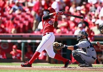 CINCINNATI, OH - SEPTEMBER 25:  Brandon Phillips #4 of the Cincinnati Reds hits a single during the game against the Milwaukee Brewersat Great American Ball Park on September 25, 2014 in Cincinnati, Ohio.  (Photo by Andy Lyons/Getty Images) By Andy Lyons