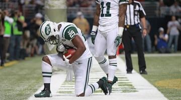 ST. LOUIS, MO - NOVEMBER 18: Bilal Powell #29 of the New York Jets 'Tebows' after scoring a touchdown against the St. Louis Rams at the Edward Jones Dome on November 18, 2012 in St. Louis, Missouri. (Photo by Dilip Vishwanat/Getty Images) By Dan Mueller