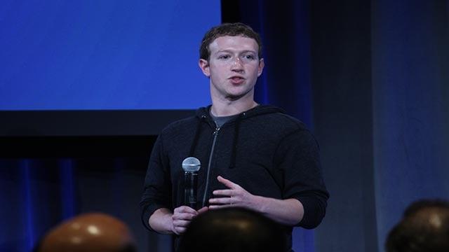 (Jim Castel/CNN) Mark Zuckerberg announces Facebook's Home at an event at their headquarters on April 4, 2013.
