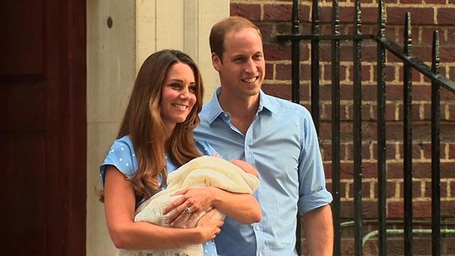 (CNN) The Duke and Duchess of Cambridge make their first public appearance after the birth of their son in 2013