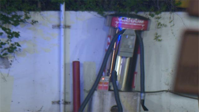 Attempted robbery suspects rammed their vehicle into a vacuum machine overnight