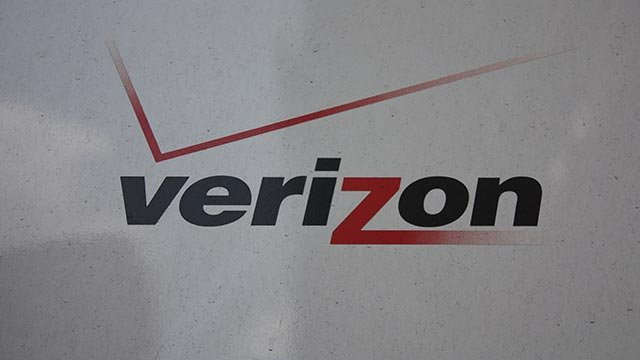 (Credit: Emmanuel Tambakakis / CNN) Verizon logo seen on the side of a truck