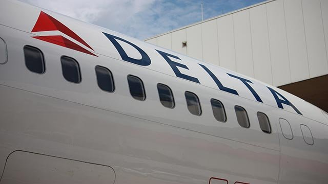 (Credit: Michael Calloway/CNN) A Delta Airlines jet sits on the tarmac at the Atlanta Hartsfield-Jackson International Airport.