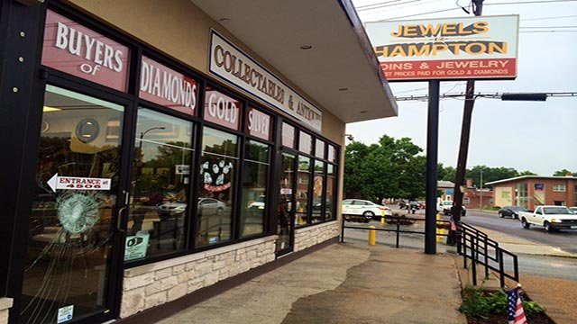 The attempted break-in occurred at Jewels in the 4500 block of Hampton around 3:45 a.m.