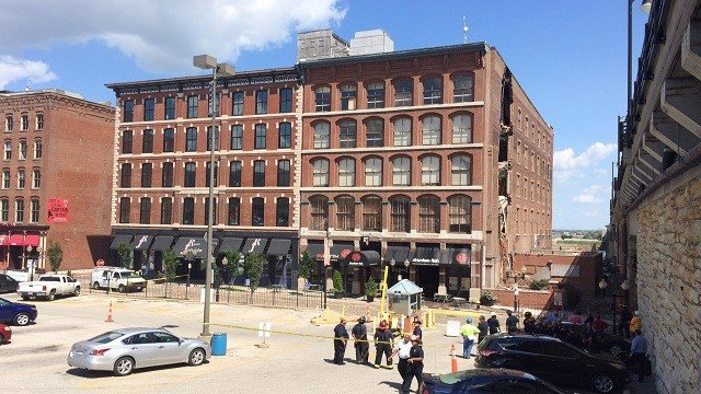 Partial building collapse at Drunken Fish in Laclede's Landing.