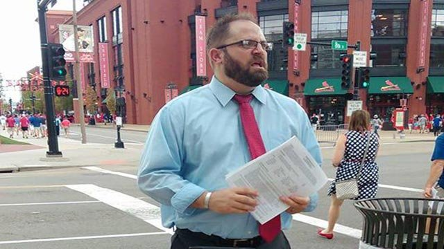 Donnie Grooms stood outside Busch Stadium Wednesday afternoon handing out his resume. (Credit: Donnie Grooms/Facebook)