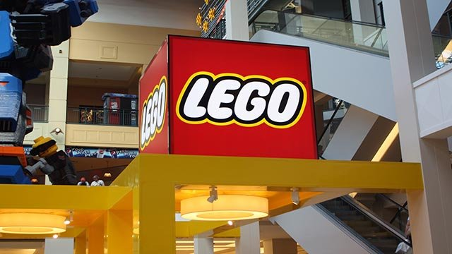 A photograph of the LEGO Imagination Center inside the Mall of America in Bloomington, Minnesota. (Credit: Chris Welch/CNN)
